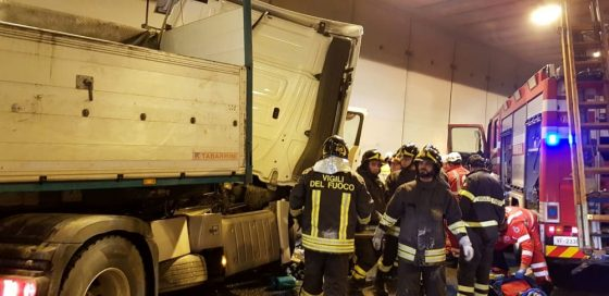 Scontro tra tir in galleria, due feriti e  code in A1 Tra Bologna e Firenze