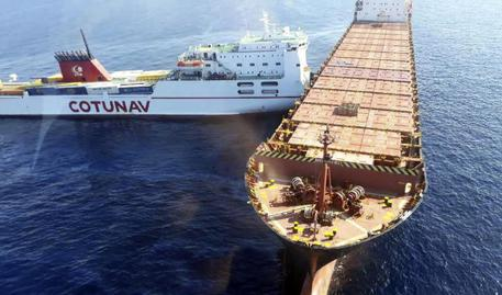 Collisione navi, Greenpeace: da satellite idrocarburi su 100km quadrati