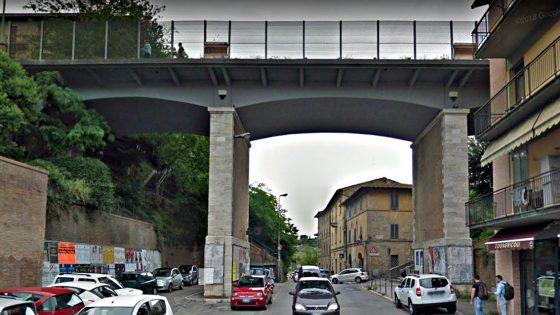 Distacco parti intonaco dal ponte di Ravacciano