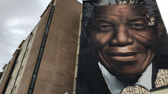 Mandela sulle case popolari, il più grande murales di Firenze