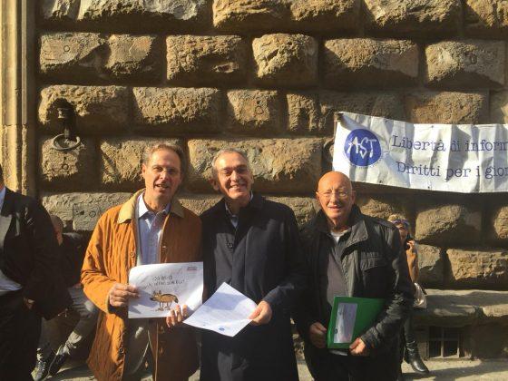 Flash mob giornalisti fiorentini, appello per libertà di stampa