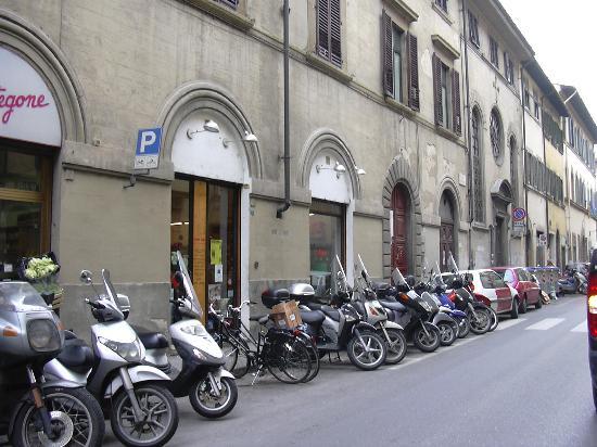 Via Serragli, FI: cantiere infinito, comune risarcisca commercianti
