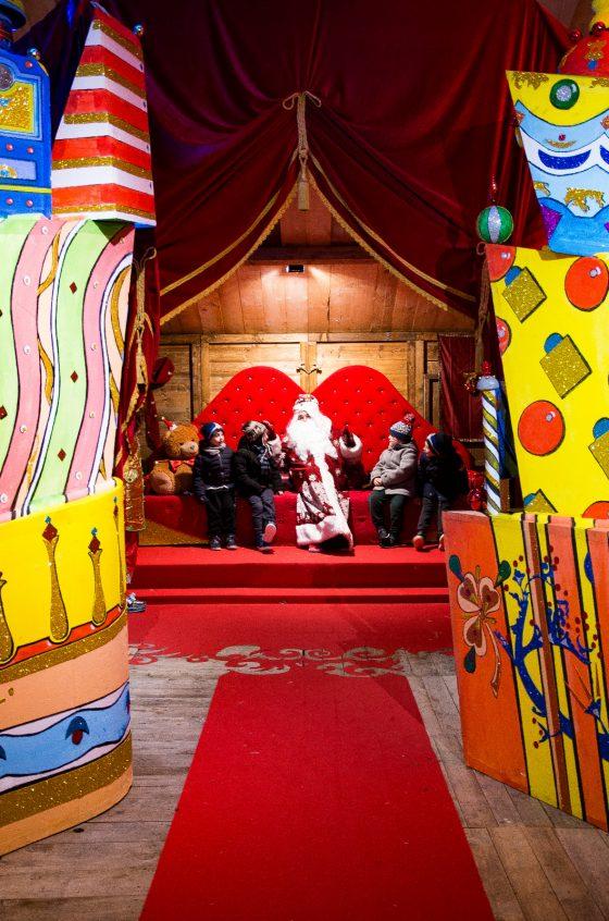 A Siena Babbo Natale invita i bambini delle Contrade a visitare il suo regno