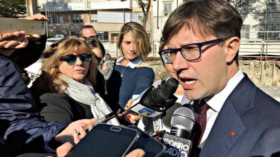Firenze, Nardella infuriato per crollo soffitto scuola