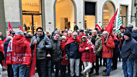 Firenze, pensionati in piazza contro il Governo