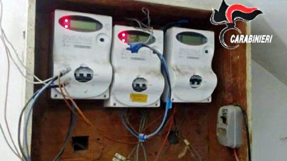 Rubavano energia elettrica da 8 anni