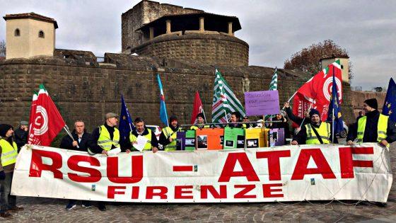 Flash mob lavoratori Ataf a Pitti