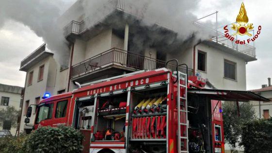 Incendio in appartamento nel Pistoiese, 1 ferito