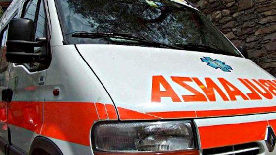 Incidenti lavoro: muletto si ribalta, muore conducente