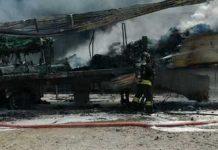 finestre chiuse fiamme semirimorchio camion