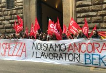 Presidio lavoratori Bekaert davanti a prefettura Firenze