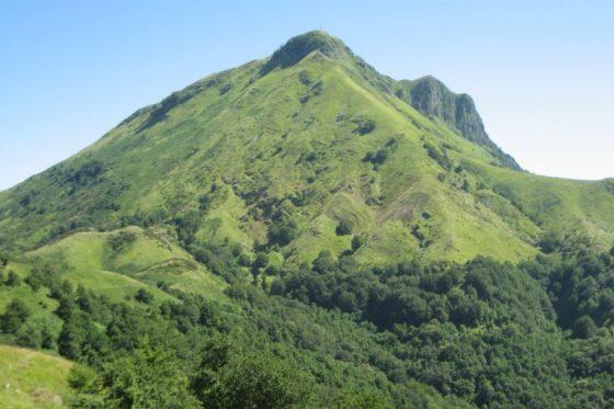 Monte Prana, incendio in corso nel lucchese