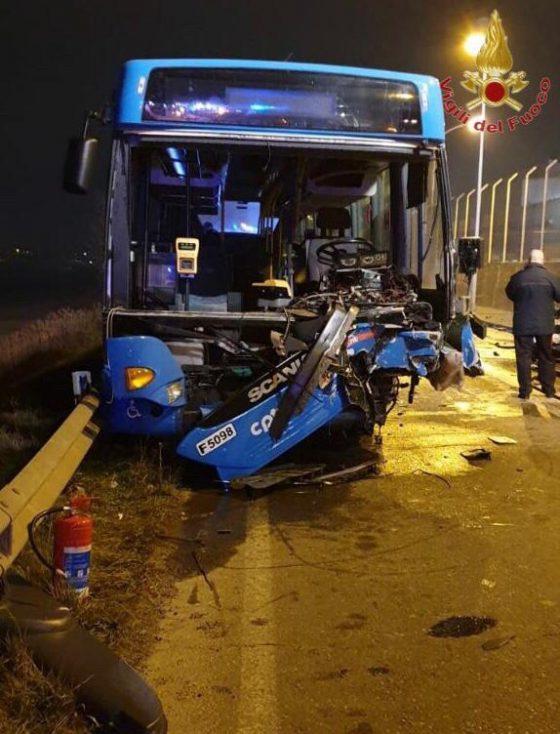 Auto contro bus, un morto a Pontedera