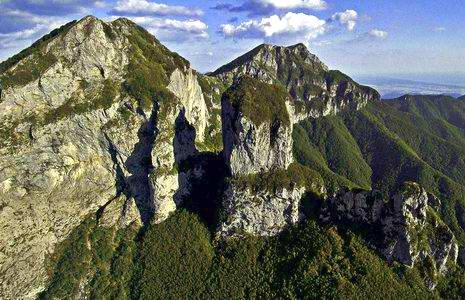 Lucca, una manifestazione per salvare il Monte Procinto