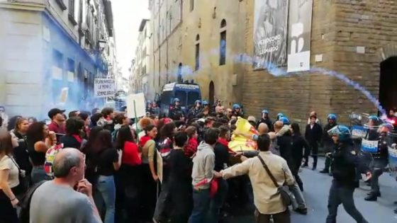 25 Aprile: tensione durante corteo Iam a Firenze, protesta contro prefetta a Prato