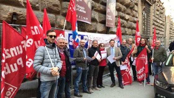 Firenze: presidio della polizia contro il Governo