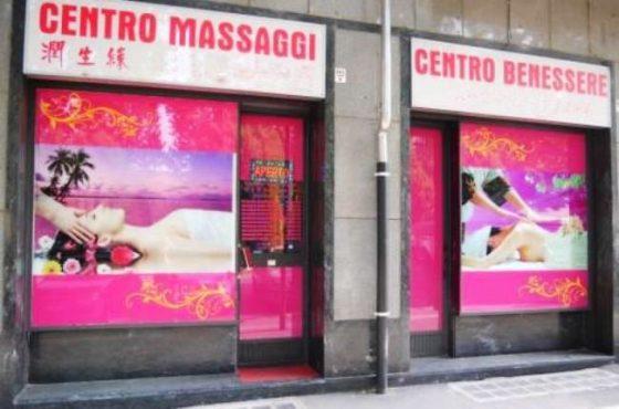 Viareggio, chiusi 9 centri massaggi per attività a luci rosse