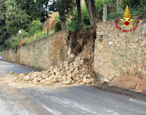 Pienza, crolla porzione di muro e alberi pericolanti su Via Circonvallazione
