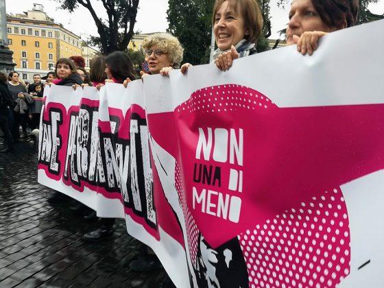 """Attiviste diritti donna bloccato nuovamente Consiglio regionale. Giani: """"vi denunciamo"""""""