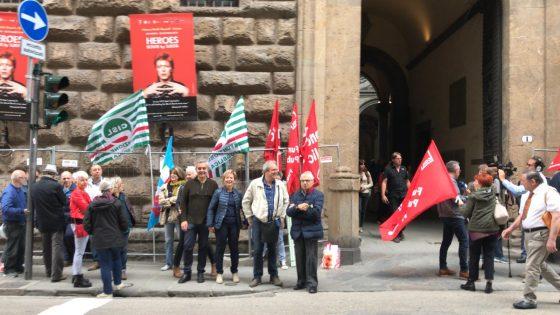 Firenze: presidio protesta lavoratori civili della Difesa