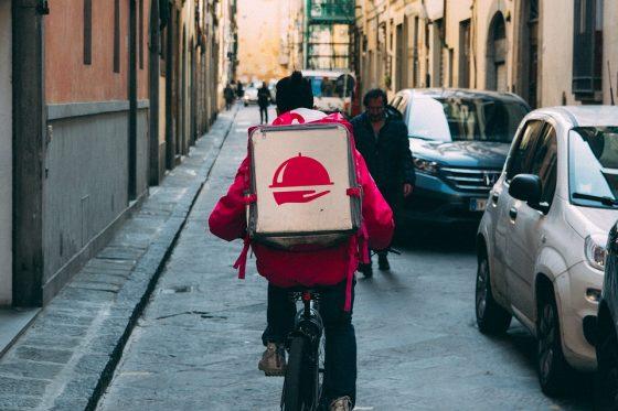 Comitato dei riders Firenze, denuncia caso di razzismo contro ciclofattorino straniero