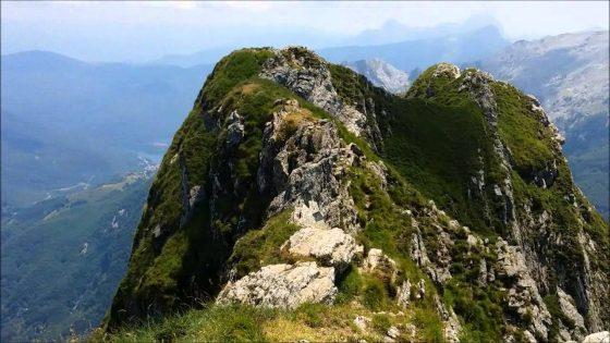 Apuane: escursionista viene morso da serpente, soccorso da Sast