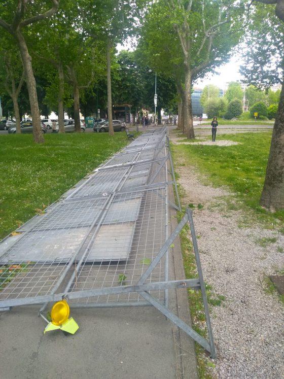 Prato: cadono pannelli manifesti elettorali, ragazzina viva per miracolo