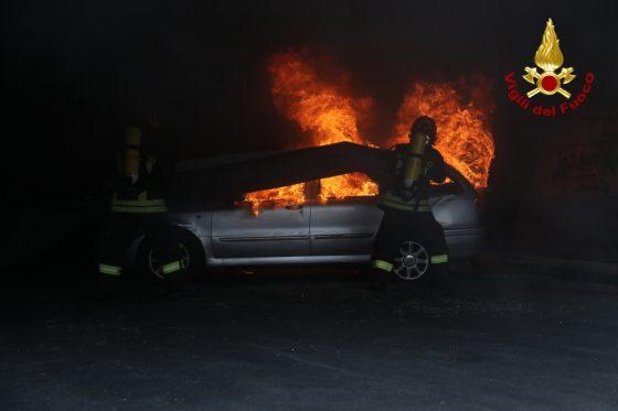 Auto si incendia nel senese, uomo muore carbonizzato