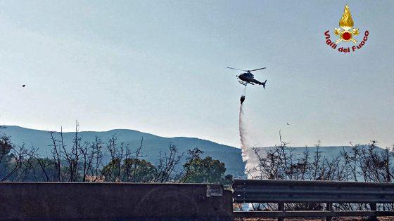Riparte incendio lungo linea ferroviaria Tirrenica