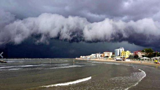 Maltempo in Toscana: persone ferite e danni sulla costa