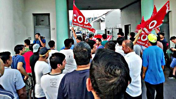 'Tintoria Superlativa', operai bloccano tangenziale, interviene polizia