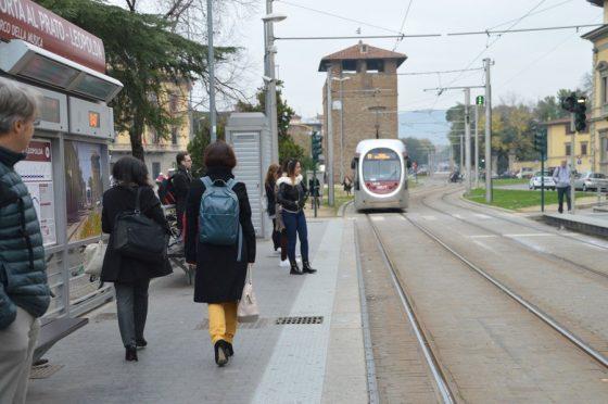 Tramvia piena a Firenze, utenti stipati nelle ore di punta: il nostro speciale