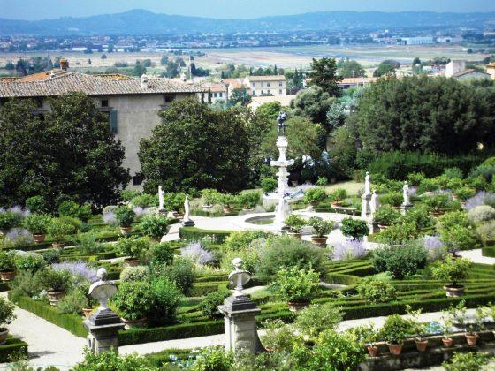 500 Cosimo Caterina: fontane accese nel giardino della Villa Medicea di Castello e della Grotta degli Animali