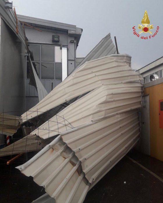 Maltempo: vento forte nel Pisano, scoperchiati supermercati