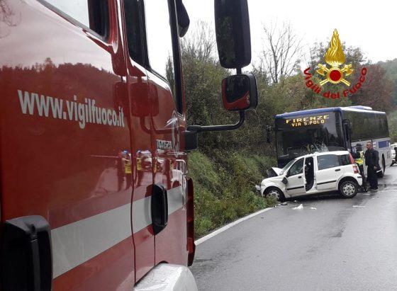Scontro tra bus e auto nel Fiorentino, grave donna