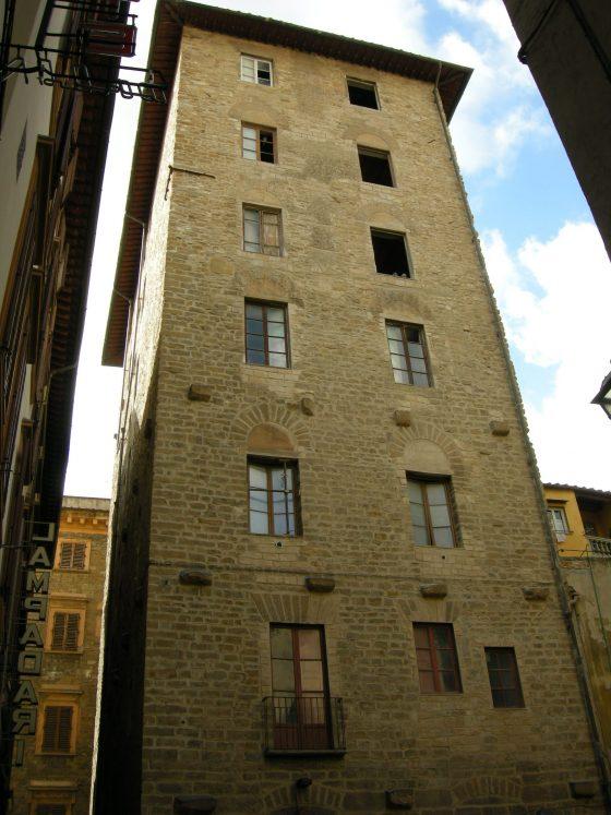 Turismo: 12 appartamenti di lusso nella torre Ricci-Donati