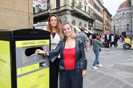 Firenze: installati 10 cestini compattanti a energia solare nel centro storico