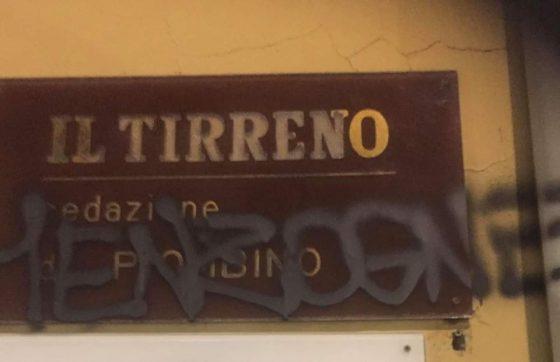 Piombino: scritta offensiva davanti alla redazione de Il Tirreno