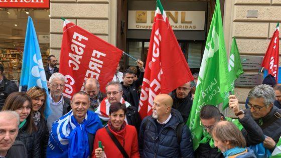 BNL: Sindacati in piazza contro condizioni lavoro rete commerciale