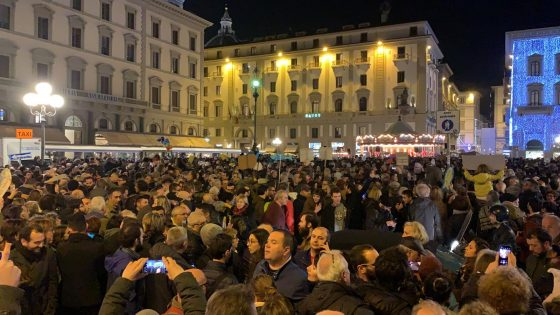 Pisa: maestra spiega 'Sardine' in classe, è bufera