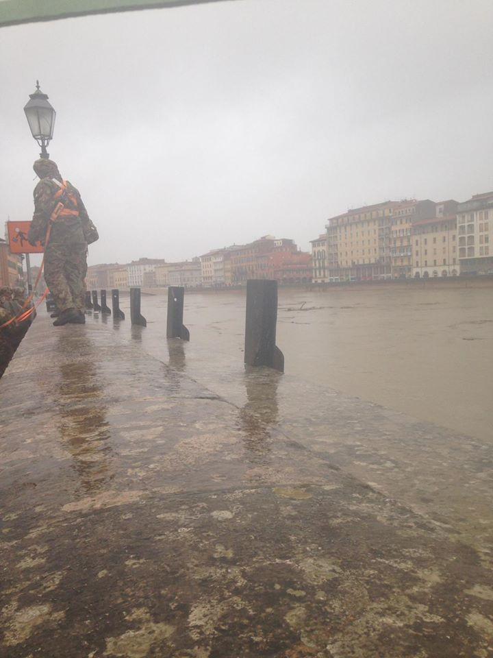 Maltempo: a Pisa dalle 18 negozi chiusi e invito non uscire - www.controradio.it - Controradio