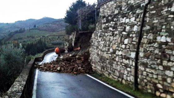 Castello di Montefioralle, crolla tratto delle mura