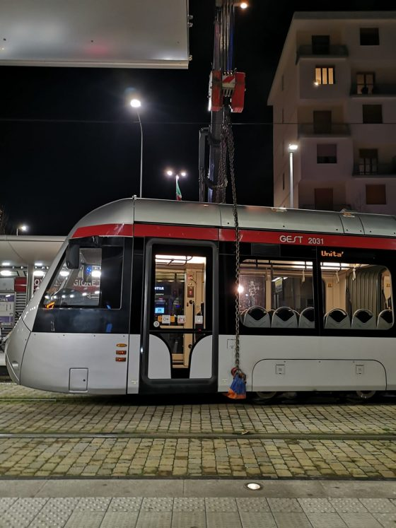 Donna investita da tramvia a Firenze, grave