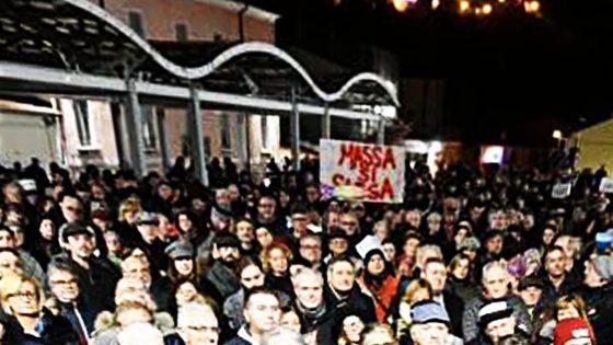 Movimento delle Sardine, un migliaio a manifestazione a Massa