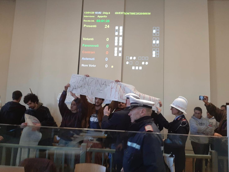 la protesta degli attivisti del Laboratorio Diladdarno