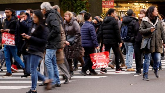 Confcommercio: saldi con poco entusiasmo ma in linea con 2019