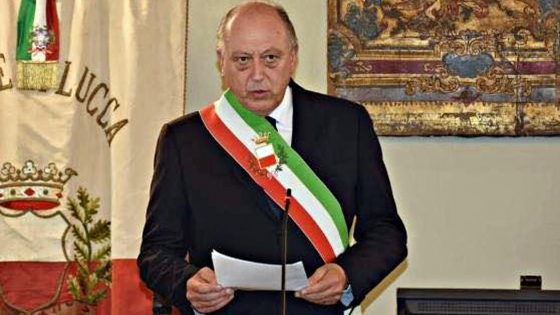 Lucca, il sindaco Tambellini migliora e torna a scrivere ai suoi concittadini: state a casa e rispettate norme