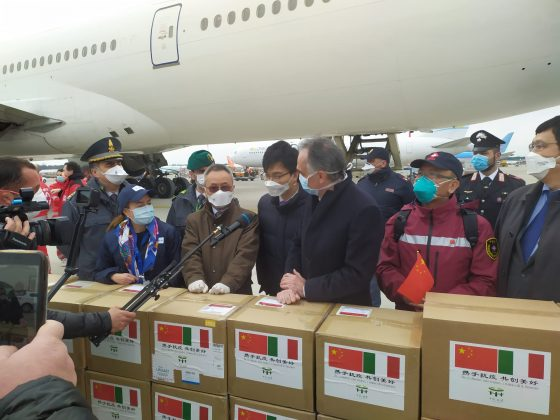 """Rossi accoglie a Malpensa la delegazione cinese: """"Solidarietà e cooperazione armi decisive"""""""