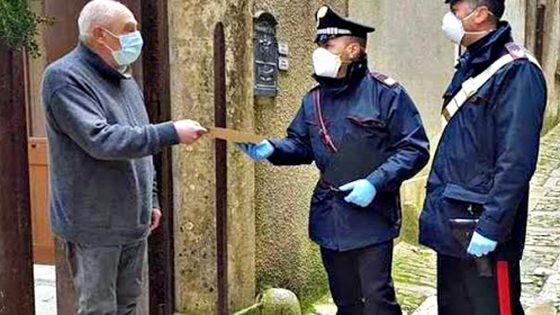 Carabinieri consegnano pensione agli anziani