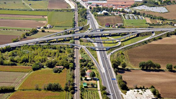Cede giunto viadotto E45 in Toscana, traffico deviato